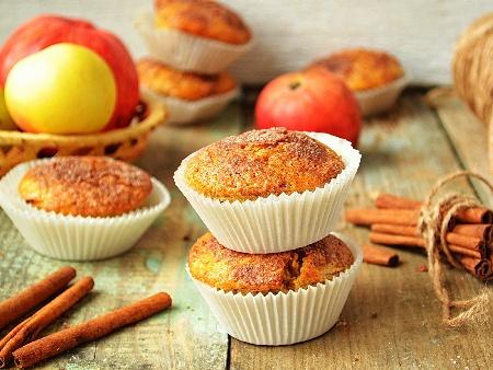 Ванилови мъфини с ябълки и орехи - снимка на рецептата